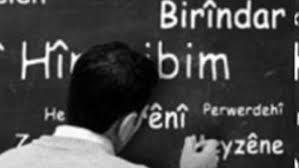 Di pratîkê da xwandina dersa zimanê Kurdî hatîye rawestandin